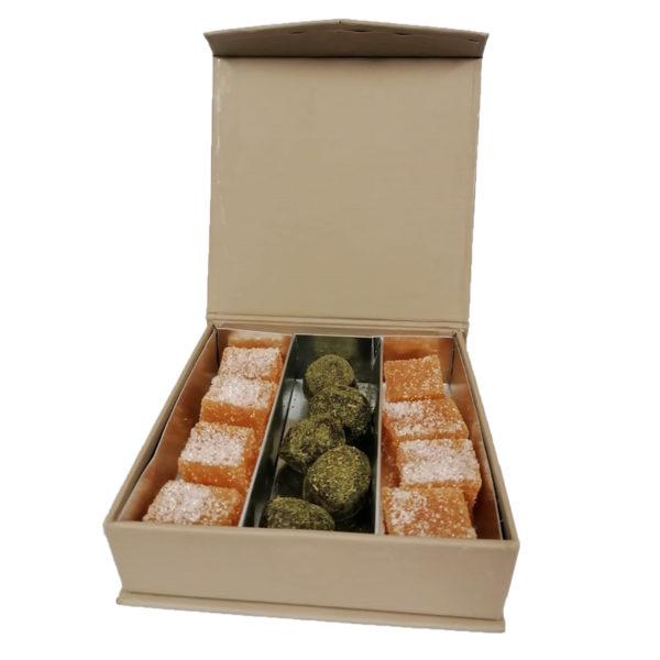 Petits carrés de coings à la Reine des Prés et truffes au thé d'Aubrac